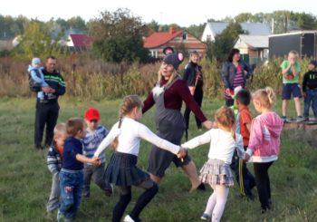 Продолжаем дарить детям и взрослым радость.